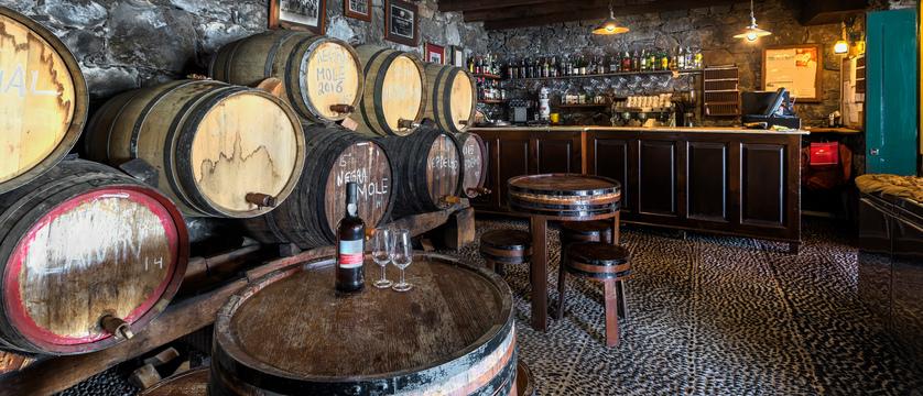 Funchal_quintaestreito_barrels.jpg
